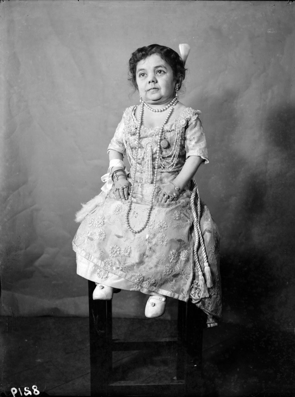 27.Anita, la poupée humaine
